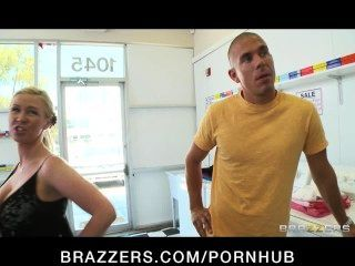 Natural-tit Busty Chanel Preston Fucked Rough In The Laundromat