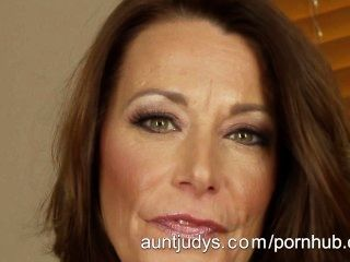 Milf Mimi Moore Masturbates On Her Bed