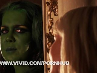 She Hulk & Sexy Invisible Woman Get Down And Dirty Parody