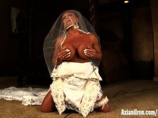 Aziani Iron Bodybuilder In Wedding Dress Ride Sybian Sex Machine