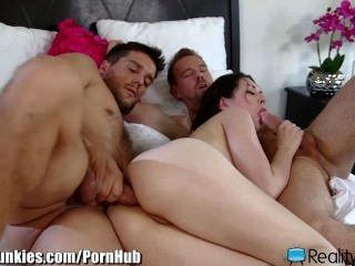 Horny Wife Double-penetration And Facial