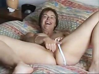 Muff Rubbing Milf On Bed