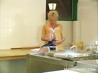 Granny Having Her Old Hole Stuffed