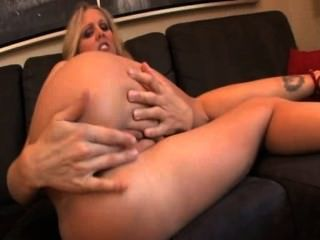 Julia Ann Masturbating