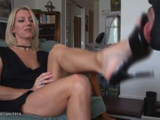 Footjob on mature soles