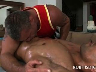 Sex Addict Gay Masseur Blowing Straight Shaft With Lust