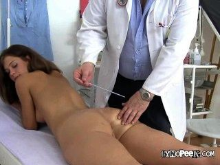 Veronicas Huge Pussy Gets Examined And Fingered