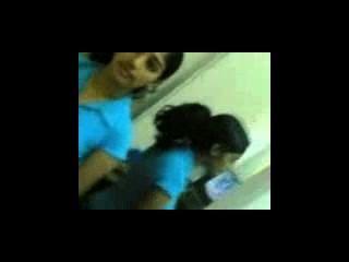 Mallu girls show her boobs to bf