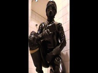 Roxina2002rubberslutloadinginshower260202