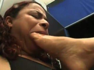 Deep Feeet Bruna Moreno dominates slave girl