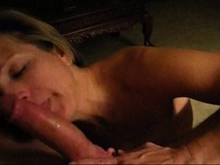 Mature Blonde Lady Deep Throating Garganta Profunda
