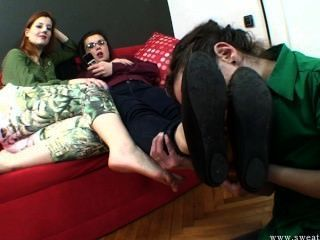 Slave Smells And Lick Feet.wmv