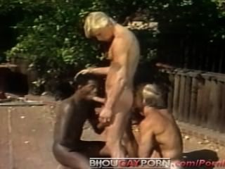 Outdoor Threeway And Voyeur - Classic 80s Gay Porn Student Bodies