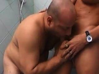 Chub N Shemale In Shower