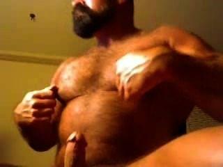 Muscular Daddy Bear On Cam./