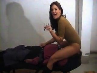 жена издевается над мужем