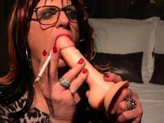 Cynthia Cd/tv Practicing Smoky Bj On Her Dildo