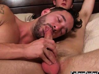 Gay Fuck Isaac Lubricates Up And Kyle Gets On All Fours On The Bed,