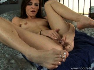 Emma Stoned Solo With Sexy Feet
