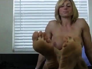 She Got Some Juicy Ass Feet And Her Big Toe Is Really Meaty