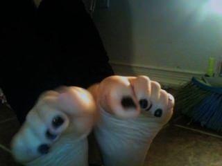 Curvy Amateur Foot Tease With Leg Warmers