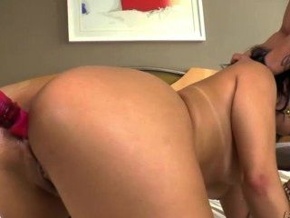 Damn Hot Britneys Pussy Gets Pounded By Extra Stiff Cock