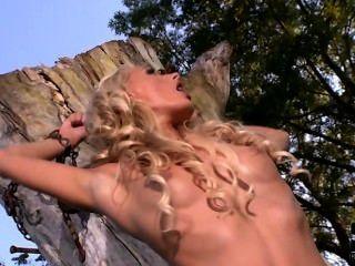 Dutch Pornstar Chelsea Lanette Taking A Piss.