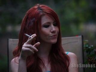 Elle Smoking
