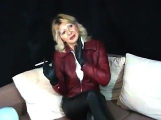 Marlene 2-smoking Leatherlady.