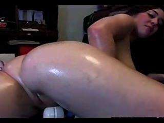 Hot Babe Has A Big Orgasm On Cam
