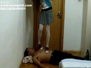 Chinese Girl Trample In Converse