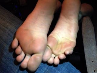 Sexy Girl Showing Her Feet And Toes Face