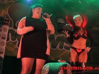 Evita De Luna Funny Sex Toys And Tappersex On Stage By Viciosillos.com
