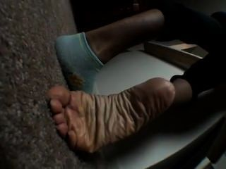 Queen Sheba Strips Her Socks