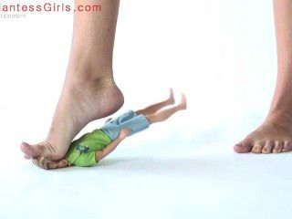 Giantess 28