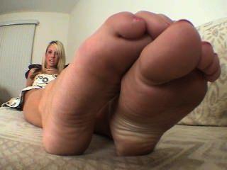 Ashley Feetsees