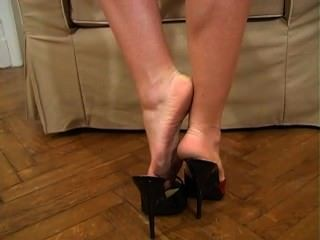 Donna Dirty Soles