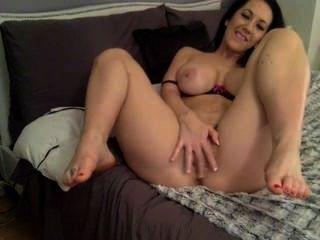 Horny Housewife Plays With Dildo - Camhump.com