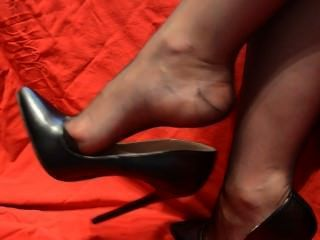 Nylon Feet Dangle