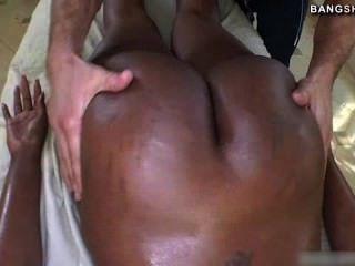 Black Pornstar Nyomi Banxxx Fucks Off