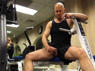 Muscle Nerd Jerkoff At Gym