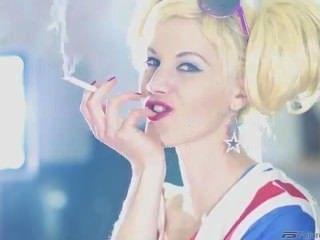 Mia Smoking Fetish