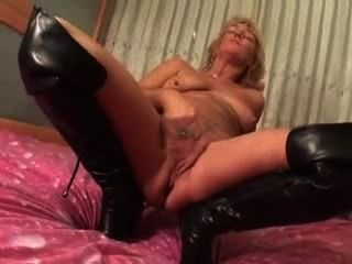 Sexy Mature Women Plays With Herself