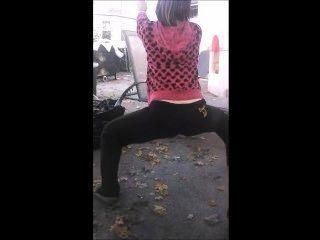 Girl Twerking With Friends
