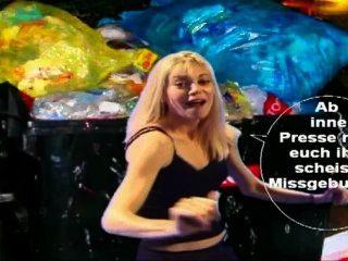 Latex Maid Luder In Den Müllpresswagen Rein Du Scheiss Transvestitenschwein