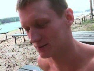 Masturvandose En Las Orillas De El Rio