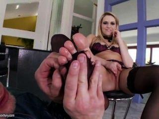 Mia Malkova Gets Her Toes Sucked