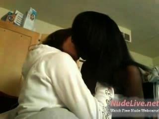 Very Hot Amateur Interracial Bbw Teens Kiss On Webcam
