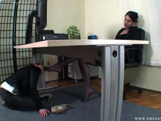 Slave Girl Worship Boss Feet