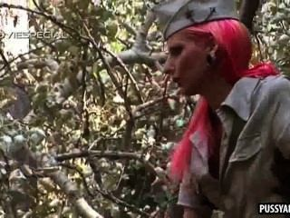 Pink Haired Amateur Hottie Sucking Cock Outdoors